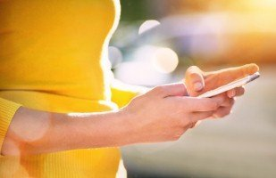 BlackBerry to launch new touchscreen smartphone [Image: Peopleimages via iStock]